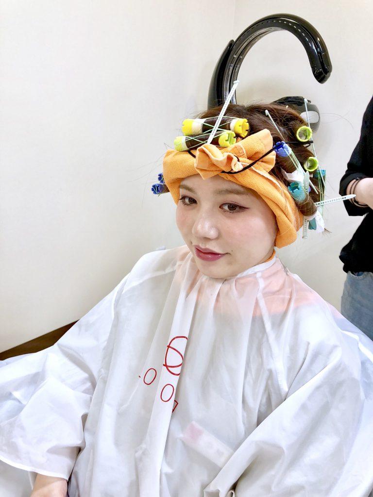広島県廿日市市にあるプロッソル廿日市店での新人教育でパーマで使用するターバンの練習。