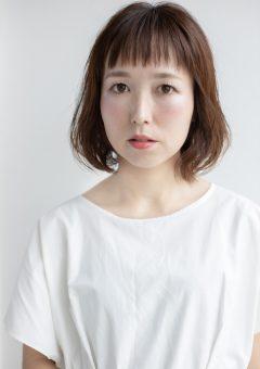 広島の廿日市にある美容室美容院のプロッソル廿日市店ディレクターの寺岡和人が撮影でパーマとヘアメイクとスタイリングをしました。